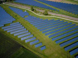 Groene energie uit de zon kan worden opgevangen met zonnepanelen